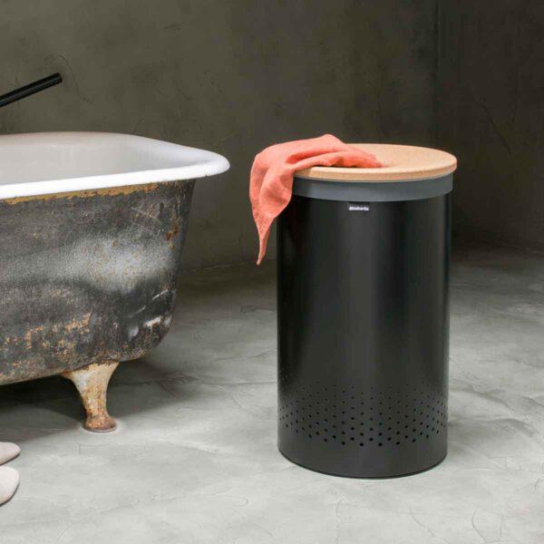 סל כביסה שחור מט 60 ליטר, מכסה שעם Brabantia